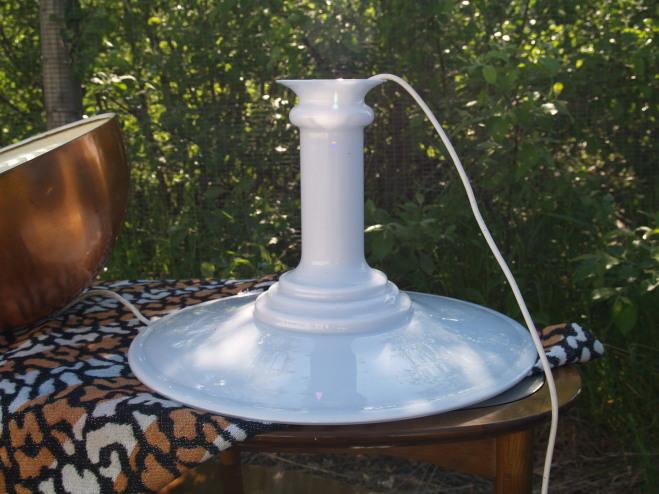 Sidste nye Stor Holmegård glaslampe af hvid opalglas med navnet Mythos. NI-19